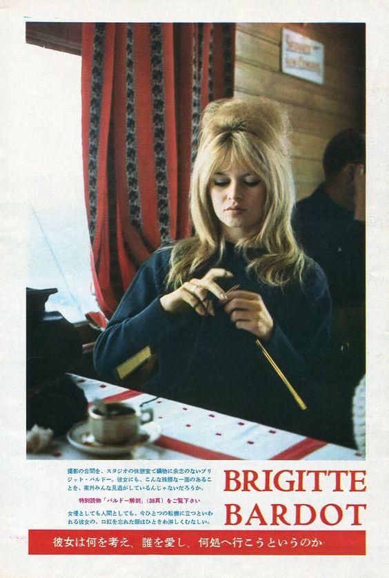Brigitte Bardot breit in een Japanse advertentie uit 1961. Foto via https://nl.pinterest.com/pin/ATgV1ov8EBQNqT9Gv4_mqN6b0hq6an-iD-GTJPYayOqlitmKdT_BZBI/