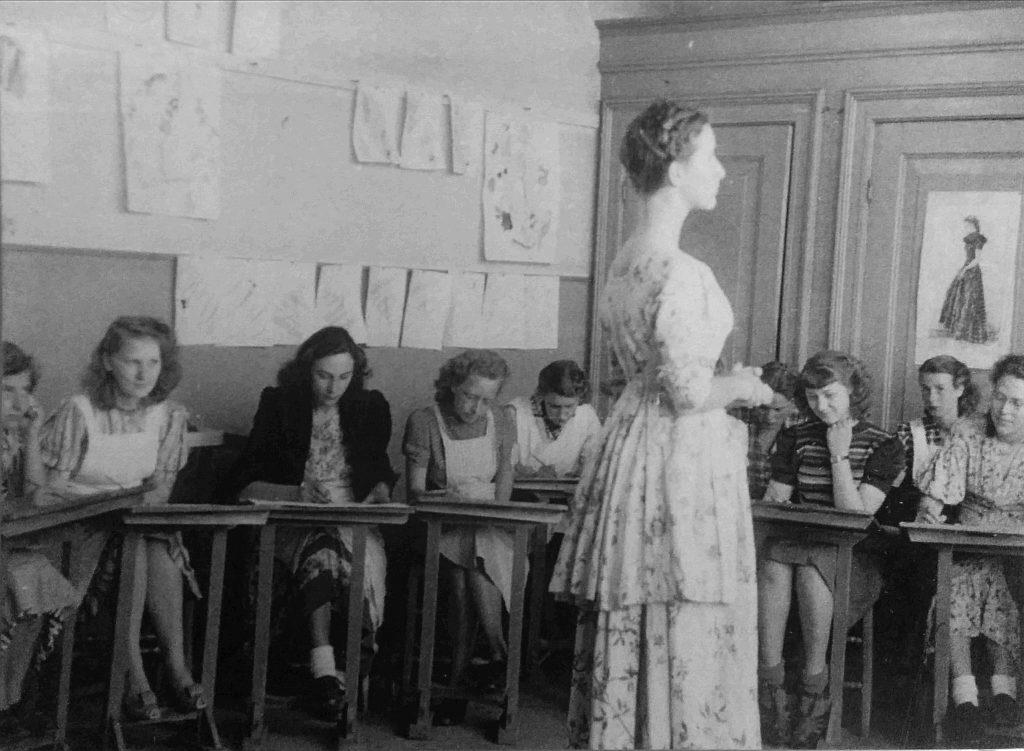 De Breistaat Van het Naadje en de Kous tentoonstelling handwerkonderwijs schoolplaat breien